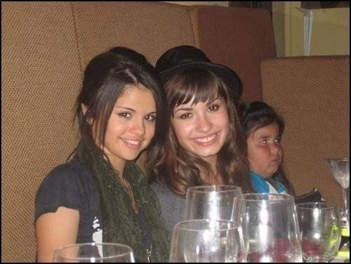 selena gomez rare personal pictures. Demi Lovato And Selena Gomez
