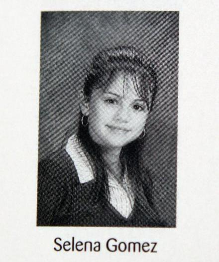 pictures of selena gomez with bangs. Selena Gomez rocked angs for
