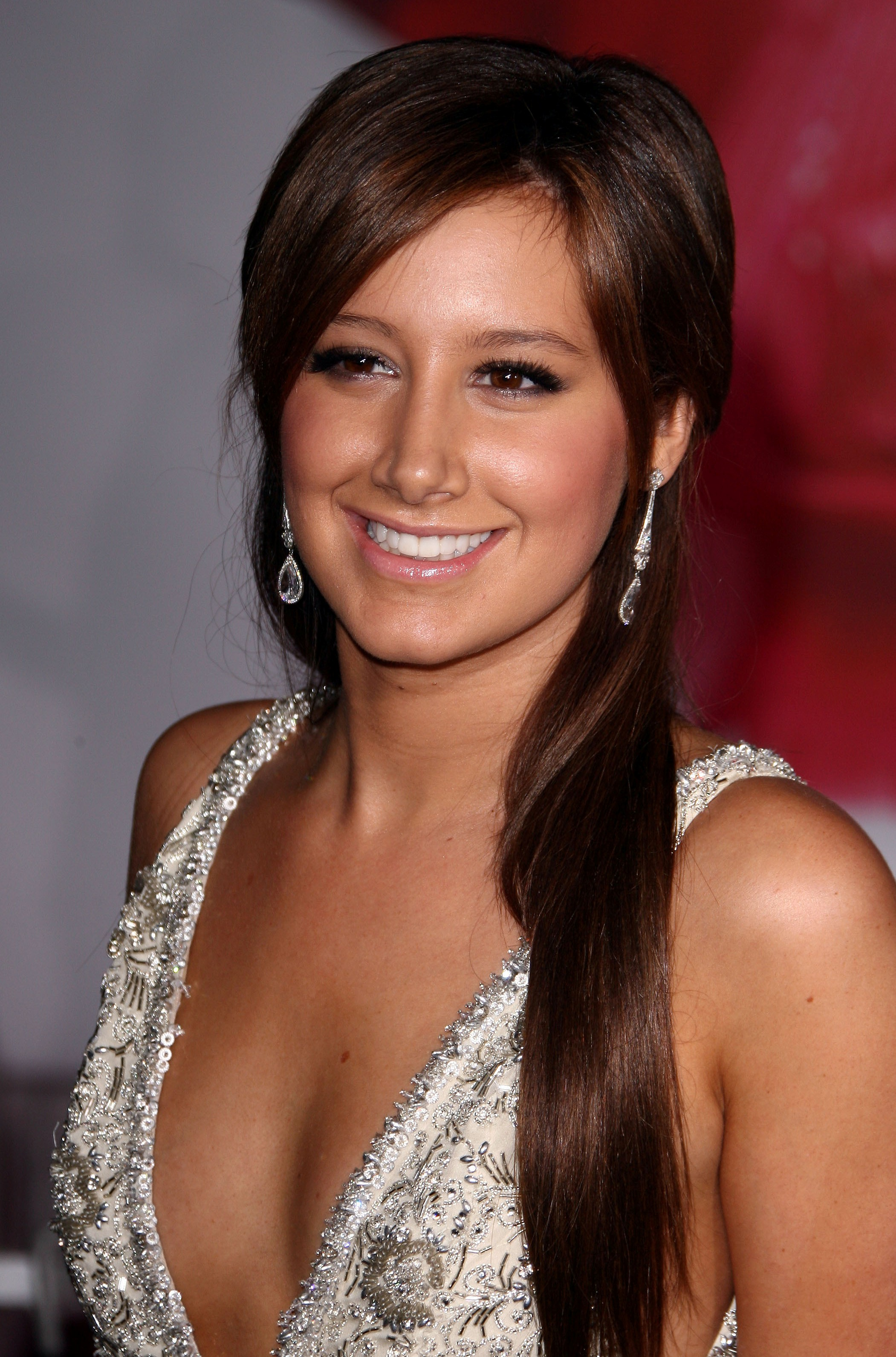 ashley tisdale brown hair pictures. Ashley Tisdale busted out new